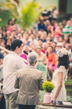Foto por Union Imagens ❤ Aline & Fagner em Guarapari/ES.  Decoração de casamento rústica com leiteiras para compor o ambiente. | Rustic wedding + milkmaid