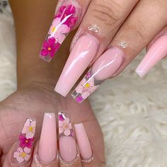 There are many kinds of nails, and the styles are endless. However, in many nail designs, there seems to be no more romantic than the glass flower nails, so how much do you know about the crystal flower manicure? Light Pink Acrylic Nails, Pink Ombre Nails, Best Acrylic Nails, Nail Art Designs, Cute Acrylic Nail Designs, Nails Design, Perfect Nails, Gorgeous Nails, Beautiful Gorgeous