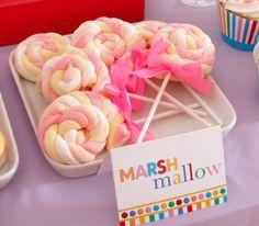 rolled up marshmallows - great idea! leuke traktatie, ziet er eenvoudig uit....