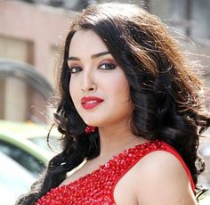 "Bio     Real Name  Amrapali Dubey   Nickname  Amrapali   Profession Actress & model   Physical Stats & More   Height (approx.) centimeters- 168 cm meters- 1.68 m Feet-Inches- 5' 6""   Weight (approx."