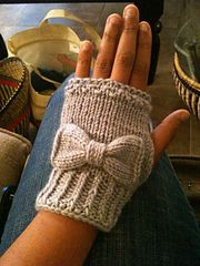 Ravelry: Audrey Gloves pattern by Nancy Ricci