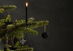 Pitkään jatkunut tumma sisustustrendi näkyy nyt myös joulun koristeissa. Katso Avotakan ideat mustiin joulukoristeisiin! Black Christmas Decorations, Interior Inspiration, Plant Leaves, Plants, Design, Plant, Planets