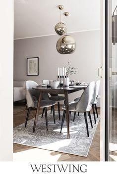 Decoration Table, Vases Decor, Dining Room Design, Dining Room Furniture, Ideas Para Organizar, Patterned Carpet, Home Living, Modern Living, Living Room