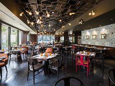 The all-day dining restaurant offers a gourmet breakfast buffet, an international lunch buffet highlighting Vietnamese cuisine and