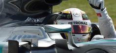 Lewis Hamilton comemora mais uma vitória em casa | Site Carros e Marcas