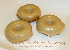 Baked Donuts with Maple Frosting - Making Memories With Your Kids Maple Donuts, Maple Cookies, Mini Donuts, Dunkin Donuts, Maple Frosting Recipe For Donuts, Frosting Recipes, Dessert Recipes, Desserts, Baked Donut Recipes