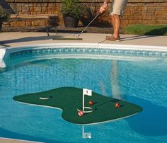 Playing golf on land will seem boring now once you enjoy a round on this Floating Aqua Golf Chipping Game.