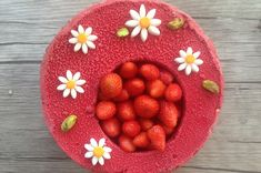 L'incredibile Fraisier di Benoit Couvrand - Gateaux & Macarons #fraisier #fragole #dolce #dessert #ricette Benoit, Macarons, Cupcake, Muffin, Strawberry, Pudding, Fruit, Desserts, Food