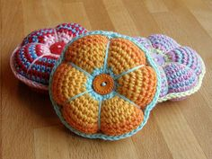 Love these crochet pin cushions!! Really quick & cute gifts... could even be a package topper!