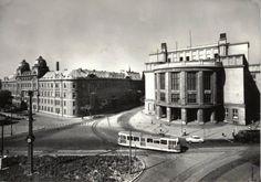 Univerzita Komenského a bývalá vládna budova na Gondovej ulici v 60. rokoch minulého storočia. Tá prehustená premávka by dnes potešila. :-)