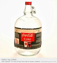 Gallon Jug 1960 When I worked in a soda shop back in the late this was how we got our Coca Cola. Had to mix it with soda water Coca Cola Vintage, Coca Cola Ad, Always Coca Cola, World Of Coca Cola, Coca Cola Bottles, Old Bottles, Vintage Bottles, Vintage Ads, Vintage Advertisements