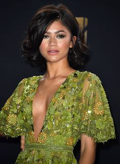 Zendaya Just Stepped Out with a Platinum Blonde Pixie, And, Of Course, She Looks Stunning Moda Zendaya, Zendaya Mode, Zendaya Outfits, Zendaya Style, Mtv Movie Awards 2017, Tv Awards, Platinum Blonde Pixie, Honey Blonde Hair, Red Carpet Hair