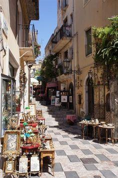 Italy Travel Inspiration - Taormina, Sicily #italytravelinspiration #italianholidays #ItalyVacation