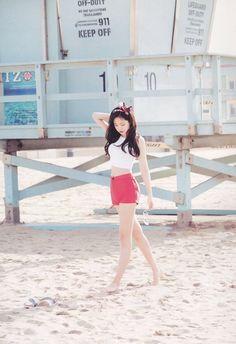 Apink Son Naeun transforms into an American beauty at the beach - Koreaboo Kpop Girl Groups, Kpop Girls, Korean Girl Groups, J Pop, Red And White Outfits, Apink Naeun, Patriotic Outfit, Vogue Korea, Princesses