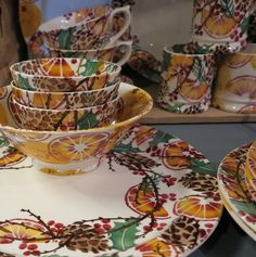 Emma Bridgewater Holly Wreath and Oranges for Christmas 2016 Christmas 2016, Christmas Ideas, Garden Cabins, Emma Bridgewater Pottery, Holly Wreath, Pottery Making, Ribbon Bows, Serving Bowls, Gingerbread