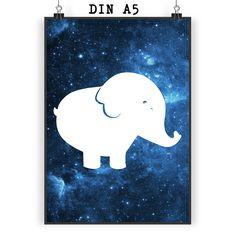 Poster DIN A5 Elefant aus Papier 160 Gramm  weiß - Das Original von Mr. & Mrs. Panda.  Jedes wunderschöne Motiv auf unseren Postern aus dem Hause Mr. & Mrs. Panda wird mit viel Liebe von Mrs. Panda handgezeichnet und entworfen.  Unsere Poster werden mit sehr hochwertigen Tinten gedruckt und sind 40 Jahre UV-Lichtbeständig und auch für Kinderzimmer absolut unbedenklich. Dein Poster wird sicher verpackt per Post geliefert.    Über unser Motiv Elefant  Dickhäuter kommen neben dem Zoo in freier…