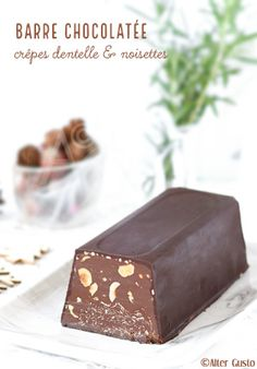Chocolate bar with lace and hazelnut pancakes Dessert Simple, Easy Desserts, Dessert Recipes, Chocolate World, Handmade Chocolates, Something Sweet, Confectionery, Food Gifts, Crepes