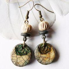 Boucles céramique raku saumon à effets métallisés, bijou céramique fait main