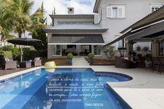 Open house   Tânia Ortega. Veja: http://casadevalentina.com.br/blog/detalhes/open-house--tania-ortega-3222 #decor #decoracao #interior #design #casa #home #house #idea #ideia #detalhes #details #openhouse #style #estilo #casadevalentina #balcony #varanda #piscina #pool
