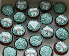 Tiffany inspired icing on red velvet cupcakes. Healthy Cupcakes, Baking Cupcakes, Fun Cupcakes, Wedding Cupcakes, Cupcake Cookies, Baby Cakes Maker, Tiffany Blue Cupcakes, Breakfast At Tiffanys Party Ideas, 18th Cake