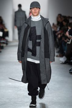 Public School Fall 2015 Ready-to-Wear Fashion Show Fashion Now, School Fashion, Winter Fashion, Mens Fashion, Runway Fashion, Fashion Menswear, Style Fashion, Streetwear, Monochrome Fashion