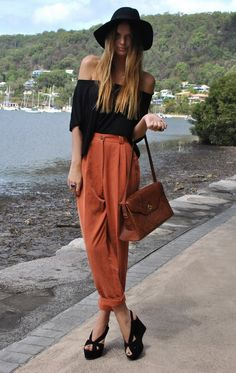 Black hat and heels are amazing. As are the drapy cropped trousers in a fantastic hue. Boho chicness personified.