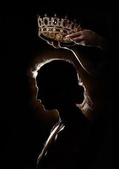 Crown Aesthetic, Queen Aesthetic, Princess Aesthetic, Book Aesthetic, Rosie Hardy, Queens Wallpaper, Queen Wallpaper Crown, Royal Wallpaper, Foto Art