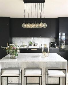 My favorite room in the house! Decor inspiration/ideas for the kitchen with my f… - Luxury Kitchen Remodel Modern Kitchen Island, Modern Kitchen Design, Minimal Kitchen, Kitchen Black, Kitchen Designs, Interior Desing, Interior Design Kitchen, Shabby Chic Kitchen, Kitchen Decor