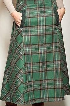 My kind of skirt: fashionable, plaid and pockets! My kind of skirt: fashionable, plaid and pockets! Skirt Outfits, Dress Skirt, Modest Fashion, Fashion Outfits, Tartan Fashion, Moda Chic, Mode Hijab, Plaid Skirts, Vintage Skirt