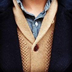 Lagen-Look: Mantel, Cardigan und Jeans-Hemd Sharp Dressed Man, Well Dressed Men, Inspiration Mode, Color Inspiration, Best Mens Fashion, Gentleman Style, Southern Gentleman, Trends, Stylish Men