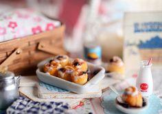 Leche y pan dulce de arándano miniatura por CuteinMiniature en Etsy