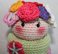 Crochet pattern Pot with Flower girl Crochet Food, Diy Crochet, Crochet Hats, Crochet Jar Covers, Crochet Embellishments, Jar Lights, Freeform Crochet, Projects To Try, Crochet Patterns