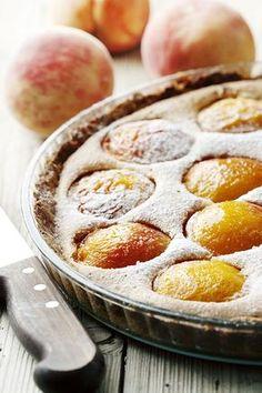 Une recette à garder pour des super desserts cet été ! La tarte gourmande aux pêches et à la crème d'amande. #recette #tarte #peche #amande #sud #gourmand #patisserie #dessert #cuisine #vacances