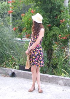 I absolutely love straw hats with floral dresses. So summery! Old Movies, Fashion Advice, Thrifting, Vintage Inspired, Floral Prints, Summer Dresses, Celebrities, Straw Hats, Floral Dresses
