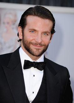 Que digo Guapo--- GUAPO!   Bradley Cooper con barba YUMIII!