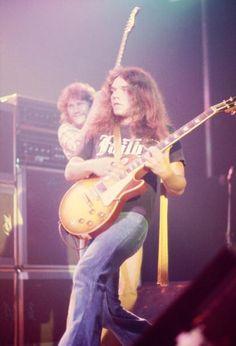 Steve Gaines and Gary Rossington (Lynyrd Skynyrd) Great Bands, Cool Bands, Steve Gaines, Gary Rossington, Allen Collins, Ronnie Van Zant, Best Guitarist, Lynyrd Skynyrd, Rock Legends