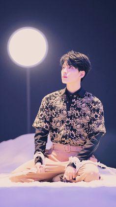 Seventeen Fallin' Flower aesthetic Wallpaper lockscreen ©️svtpicedits. Follow her on twitter! #seventeenwallpaper #seventeen #全圓佑 #WONWOO #ウォヌ #원우 #세븐틴 #sebong #セブチ #ウォヌ Seventeen Number, Seventeen Wonwoo, Seventeen Debut, Sleeper Hit, Woozi, Jeonghan, K Pop, Wallpaper Colour, Korea University