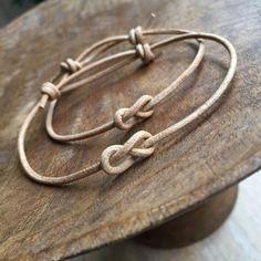 Artículos similares a Natural Simple Bracelet, Couples Bracelets, Leather His and hers Bracelets, Minimalist, Set of 2 LC001142 en Etsy