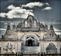This beautiful Hindu temple in Neasden, BAPS Shri Swaminarayan Mandir, is one of the finest buildings in London. It's free to visit - find out more here. India Architecture, Religious Architecture, Hindu Mandir, Ganesh Temple, Ancient Buildings, Fantasy Places, London Places, Vacation Spots, Viajes