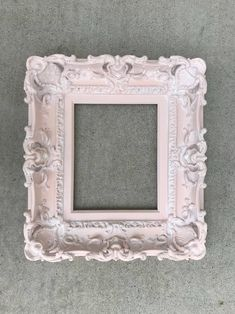 Shabby Chic Picture Frames, Picture Frame Crafts, Painted Picture Frames, Empty Frames, Old Frames, Frames On Wall, Shabby Chic Nightstand, Baroque Mirror, Wedding Frames