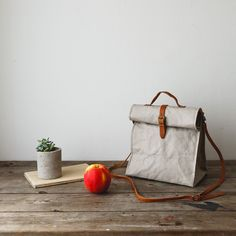 Uashmama Lunch Bag Grey - The Future Kept - 3 Strong Hand, Unique Bags, How To Make Handbags, Leather Handle, Womens Tote Bags, Leather Handbags, Artisan, Lunch Bags, Totes