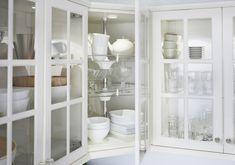 METOD / FÖRVARA bovenkast met 2 vitrinedeuren | #IKEA #IKEAnl #keuken #wit #glas #servies