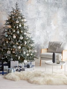 Christmas Tree In Small Living Room Beautiful John Lewis 2019 Christmas Decorations and themes – Best Realistic Artificial Christmas Trees, Christmas Tree Themes, Christmas Fun, Vintage Christmas, Christmas Traditions, White Christmas, Frosted Christmas Tree, Christmas Mantles, Traditional Decor