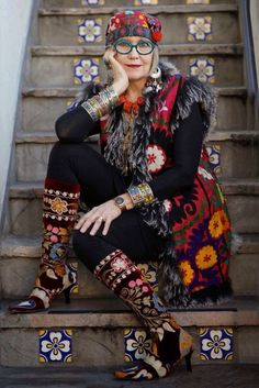 Afbeeldingsresultaat voor older women in boho clothes Mode Hippie, Bohemian Mode, Boho Gypsy, Bohemian Style, Bohemian Fashion, Hippie Style, Hippy Chic, Boho Chic, Dame Chic