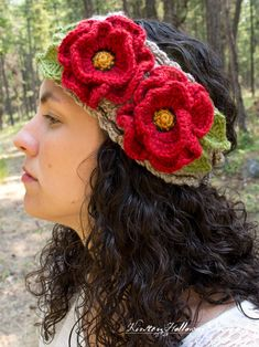 Basket-full of Poppies Free Crochet Headband Pattern with Flowers and Leaves - Kirsten Holloway Designs Free crochet pattern for poppy flower headband, using the basket stitch. Crochet Poppy Free Pattern, Boho Crochet Patterns, Crochet Designs, Crochet Headband Free, Crochet Beanie, Crochet Flower Headbands, Crochet Hair Accessories, Crochet Hair Styles, Sombrero A Crochet