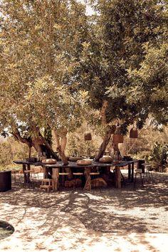 hotel-La-Granja-ibiza-outdoor-dining-treesl-gardenista.jpg 3.128×4.699 pixels