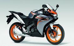 Honda CBR 125 R kullanıcıları tarafından gönderilen yakıt tüketim verileri yakittuketimi.net'de. Teknik Özellikleri Motor Hacmi 124.70 cc Motor Özelliği Tek silindir, 6 vites Motor Gücü 13.30 hp @ 10000 rpm. Tork 10.41 Nm @ 8000 rpm. Maksimum Hız 113 km/h Ağırlık 137 Kg. Sele Yüksekliği 795 mm. Yakıt Kapasitesi 13.6 Litre. Ön Fren 276 mm disk Arka Fren 220 mm disk Ön Lastik Ebatları 100/80 – 17M/C Arka Lastik Ebatları 130/70 – 17M/C