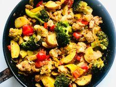 Kínai ötfűszeres serpenyős harcsa zöldségekkel Naan, Kung Pao Chicken, Chinese, Ethnic Recipes, Food, Red Peppers, Essen, Meals, Yemek