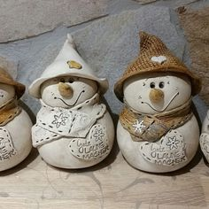 Most current Screen homemade pottery ideas Thoughts Der Winter kann kommen…😍 Homemade Polymer Clay, Diy Clay, Clay Crafts, Ceramic Christmas Decorations, Christmas Clay, Christmas Holiday, Pottery Animals, Hand Built Pottery, Christmas Accessories