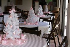 if i was pregnant in the winter! So Cute!! centerpiece for a winter girl baby shower